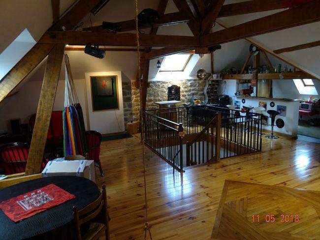 Grande maison individuelle sans travaux avec double garage et terrain
