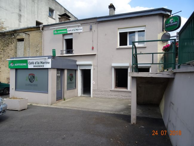 Immeuble commerce et 3 appartements à Montcy notre Dame