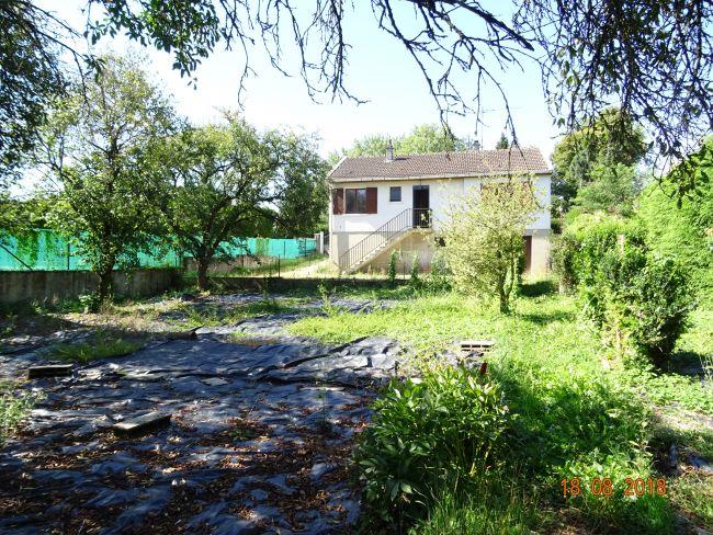 PAVILLON à rénover sur sous sol complet de 2 chambres et 2000 m2 de terrain à Villers Semeuse