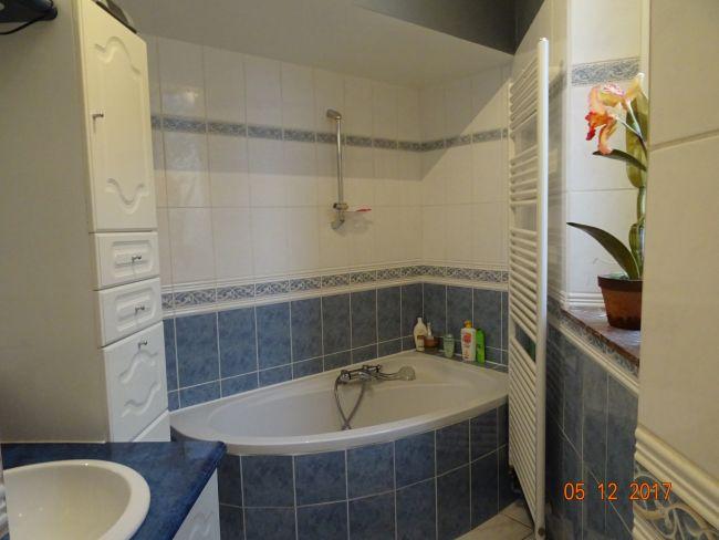 APPARTEMENT 3 chambres EN CENTRE VILLE PETITE COPRO AU 2 ème etage sans ASC
