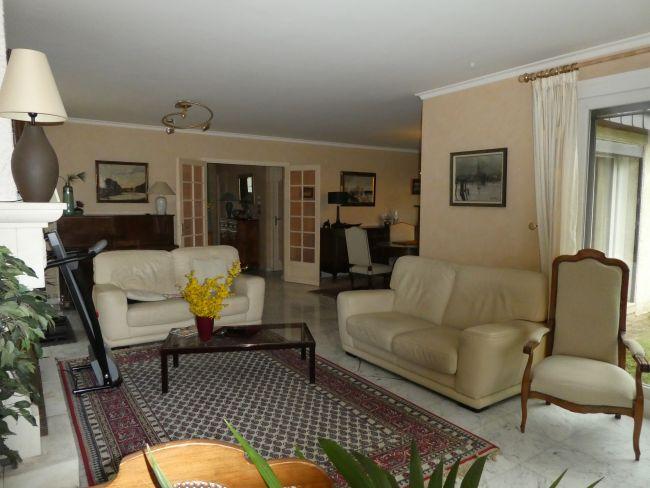 Maison de 165 m2 SH sur 2180 m2 de terrain clos à Montcy notre dame