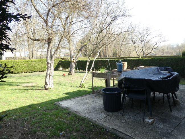 Pavillon de plain pied de 85 m2 SH sur 500 m2 de terrain clos à Charleville