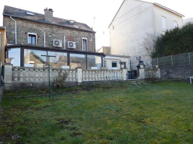Maison de pierre de 139 m2 SH avec garage et jardin clos à Nouzonville