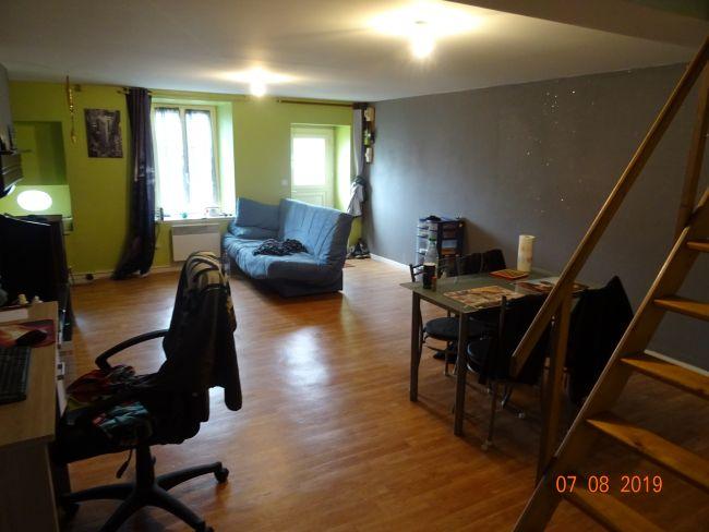 Maison de pierre de 65 m2 SH Louée à 590 € /mois à RENWEZ