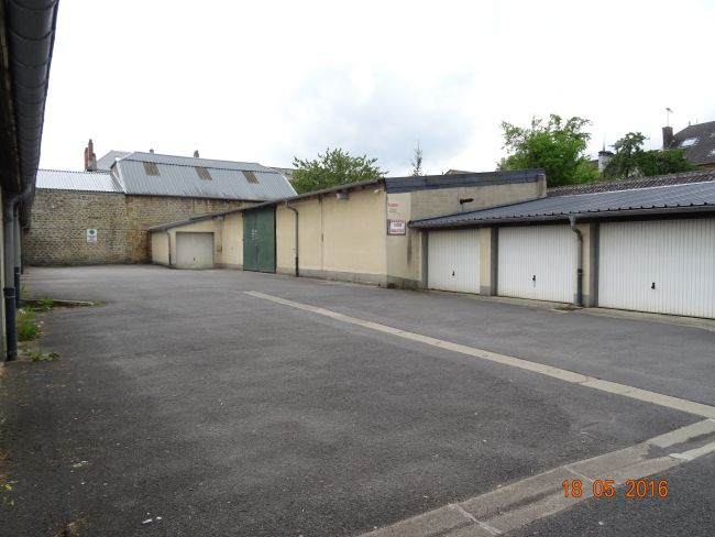 LOT DE 20 GARAGES ET 1 LOCAL COMMERCIAL