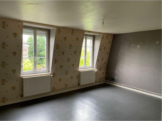 Hyper centre Appartement bureaux plus 1 studio meublé de 120 m2 SH 2 places de parking en sous sol